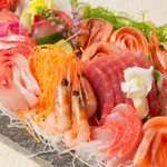 ヴィラージュ伊豆高原 - 【魚の盛り合わせ】金目鯛をはじめ、新鮮なお刺身を用意してお待ちしております