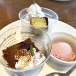 113860941 - ティラミス・ズンダベイクドチーズケーキ、イチゴアイス