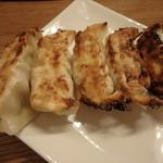 イサナブルーイング ブルワリー&ロースタリー - あきしま餃子(焼き)¥490