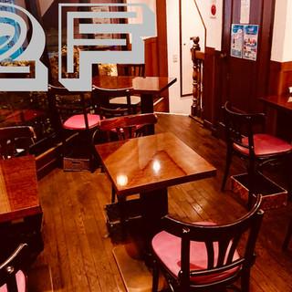 2階のテーブル席