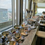 スカイレストラン白馬 - 内観写真:サラダとおかずコーナー