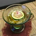 113874633 - 強肴はそうめん瓜とラディッシュ。三杯酢でさっぱりといただきます。