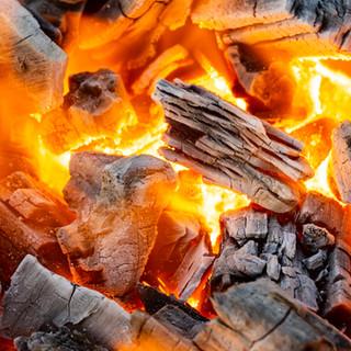 ★備長炭で肉の旨みを最大限に引き出します★