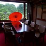 日光金谷ホテル - 和傘が印象的なスペースは、ブライダル相談スペースのようでした