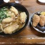 睦ちゃんうどん - 料理写真:ごぼう天うどん=490円 いなり 3個=180円