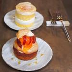 113889250 - プラムと桃とこぼれ梅のタルト、桃のショートケーキ