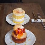 113889254 - プラムと桃とこぼれ梅のタルト、桃のショートケーキ