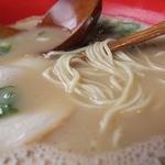 らーめん 中 - 硬麺で上がって来るかな細麺❤美味しい
