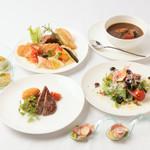 ヴィラージュ伊豆高原 - レストランIZUMI   ~ビュッフェレストラン~伊豆の山海の幸をご堪能下さい。