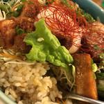 taft-B - 角煮丼のごはんは 玄米をチョイス