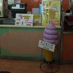 桜島サービスエリア(上り線) スナックコーナー - ソフトクリームディスプレイです。