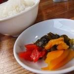 らーめん 中 - セット750円↑と飯。。高菜がいい