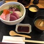Isaribi - 海鮮丼上 1,200円