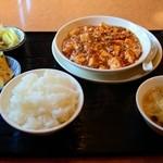 川菜味 - 周りにはスープ、漬け物、ご飯(おかわり可)、玉子焼き