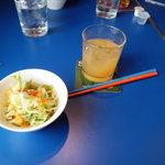 スパイスカフェ チャツネ - サラダと色とりどりな箸