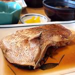 まるは食堂旅館 - 鯛の煮付け(2000円コース)