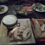 カフェカーロ - サラダとチーズフォンデュ