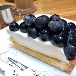 113920492 - ブルーベリータルト 生クリームがミルキーで美味しい!!大粒のブルーベリーも甘くてフレッシュ!!