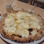 ピッツェリア ノラ - quattro formaggi
