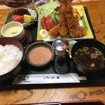日本料理 小伴天 - エビフライ定食1836円。大きな海老を丁寧に盛り付けして有りますが硬すぎ感有り。