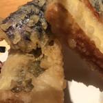 SUSHIと海鮮居酒屋 まるなみ - 串揚げ天ぷら 茄子120円。穴子、チーズ竹輪、各180円。本格的な天ぷらを串に刺して提供した、という感じで、どの品も、とても美味しくいただきました(╹◡╹)