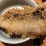 SUSHIと海鮮居酒屋 まるなみ - 串揚げ天ぷら 穴子180円。すっと串は抜けます。肉厚な穴子が、ジューシーさを保たれたまま、カラッと揚げられ、とても美味しかったです(╹◡╹