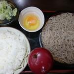 Sobayoshi - もりそば290円、並ライス180円、生卵60円 手前の赤いのが粉カツオ節のボトル 削り節を作るときに出る粉らしい