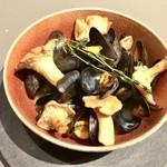 mille - ブルターニュ産ムール貝とプルロット茸のフリカッセ