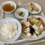 貴龍 - 料理写真:タイムランチ、八宝菜と春巻。