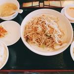 113947993 - 海鮮入り焼きビーフン定食 税込¥950。