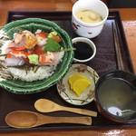 さかな工房 - 料理写真:ふつうの海鮮丼(¥1730)