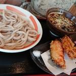 小平うどん - 肉汁うどん(肉ましうどん、つけ麺、300g:850円)、天ぷら(かしわ天、かき揚げ、:各150円)