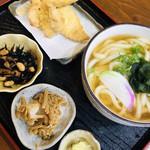 Chibuneya - こちらは単品のかけうどんと、かしわ天と、ランチセットの小鉢(о´∀`о)
