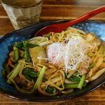 lunch itta - たんたんたぬきの坦々やきそば 918円