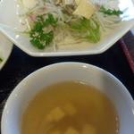 チャイナダイニング煌 - 蒸鶏サラダ、味噌汁