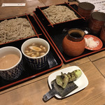 蕎麦 AKEBONOYA - 蕎麦。これは文句無しに美味かった、各種のつゆも良し。生ワサビは持ち帰りたいくらい。