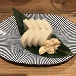 蕎麦 AKEBONOYA - 板わさ。練られたワサビが美味い。