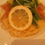 ハチマルハチカフェ - 料理写真:生ハムレモンクリームパスタ 880円(税抜)
