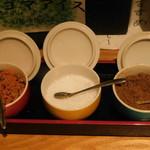 博多焼き鳥・野菜巻き・もつ鍋 かつぎや - 調味料(七味、粗塩、山椒)