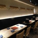 博多焼き鳥・野菜巻き・もつ鍋 かつぎや - 店内(テーブル席)