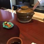 Tahara - 私達だけの為に炊かれる長浜のお米が、グツグツと炊き上がる様子を目の前で見られる。1杯目はアルデンテの煮えばな、2杯目からは蒸された味わい。