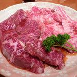 炭火焼肉 金龍 - カルビとハラミ