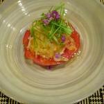 千載一遇 - ①トマトに毛蟹・土佐酢ジュレ、芽ネギと紫蘇の花穂