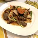 サバイサバイ タイ屋台 - 牛肉のオイスターソース炒め(パッヌアナムマンホーイ)680円