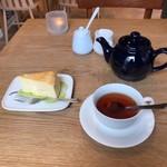 114008504 - ケーキと紅茶