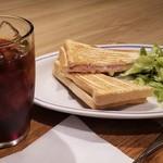 エクセルシオールカフェ - アイスコーヒーR(400円)/モーニングセット(ハムチーズパン)(200円)
