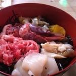 新浜食堂 - 海鮮丼 中落ち・ブドウエビ・ホッキ・ホタテ