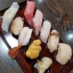 勝栄鮨 - 豪華なお寿司