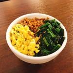肉味噌おでん かづさ屋 - 昭和の食卓 三色丼