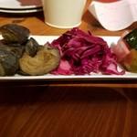 フェット ドゥ ヴァン - 前菜3種 茄子のコンソメ揚げ浸し・赤キャベツのコールスロー・三浦野菜のピクルス